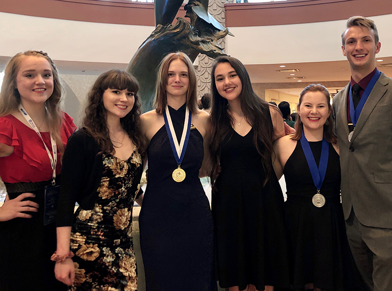sMC students attending Phi Theta Kappa Catalyst International Conference in Orlando, FL.  Pictured from left to right:  Anna Lien, Ruby Stuard, Dusty Ellis, Madeline Flores, Tatum Dotson, Jacob Edwards
